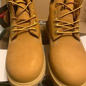 "- NWT Timberland Boys 6"" boots. Size 3"